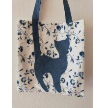 Cicás táska, kék-fehér virágos